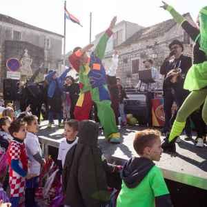 Klaun Šarenko - Predstava za vrtiće - Šareni maskenbal